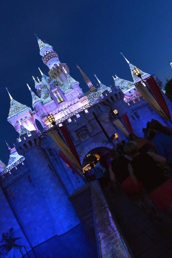 Runners pass through Sleeping Beauty Castle at Disneyland. (Photo: runDisney)